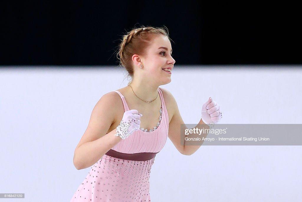 Алиса Федичкина - Страница 6 Alisa-fedichkina-from-russia-skates-during-the-ladies-short-program-picture-id516342120