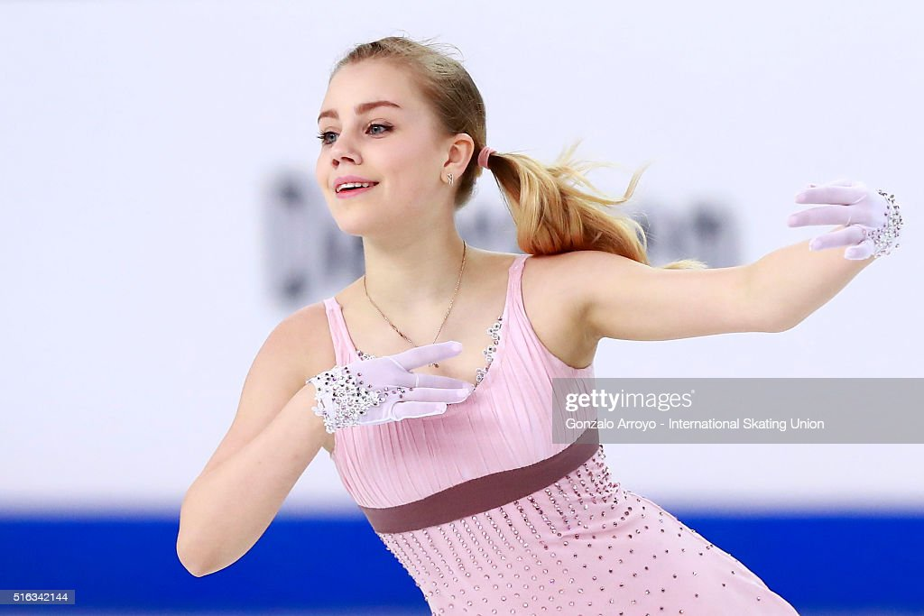 Алиса Федичкина - Страница 6 Alisa-fedichkina-from-russia-skates-during-the-ladies-short-program-picture-id516342144