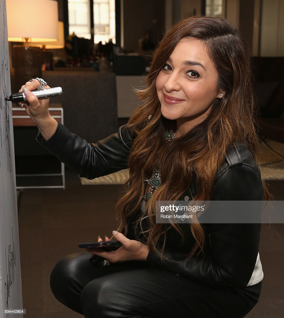 <a gi-track='captionPersonalityLinkClicked' href=/galleries/search?phrase=Alisan+Porter&family=editorial&specificpeople=668247 ng-click='$event.stopPropagation()'>Alisan Porter</a> attends AOL Build Presents Season 10 Winner Of 'The Voice' at AOL Studios In New York on May 26, 2016 in New York City.