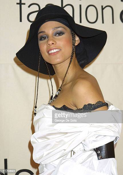 Alisha Keys attends the 2001 VH1/Vogue Fashion Awards October 19 2001 in New York City