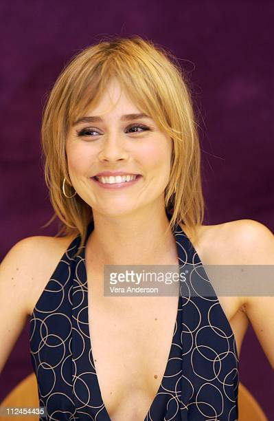 Alison Lohman during 'Matchstick Men' Press Conference with Nicolas Cage Alison Lohman Sam Rockwell and Ridley Scott at The Drake Hotel in New York...