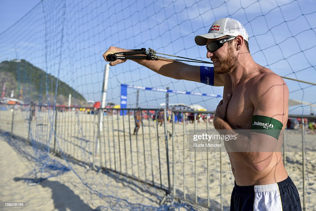 Alison warms up during a beach volleyball training for the 6th stage of the season 2012/2013 Circuit Bank of Brazil at Copacabana Beach on December 08, 2012 in Rio de Janeiro, Brazil.