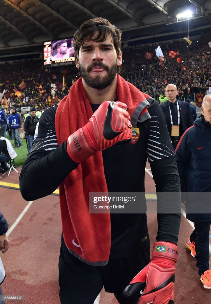 Alisson Becker of AS Roma celebrates the victory after the Serie A match between AS Roma and SS Lazio at Stadio Olimpico on November 18, 2017 in Rome, Italy. (Photo by Giuseppe Bellini/Getty Images);