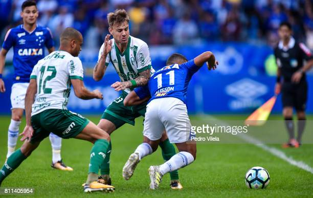 Alisson of Cruzeiro and Roger Guedes of Palmeiras battle for the ball during a match between Cruzeiro and Palmeiras as part of Brasileirao Series A...