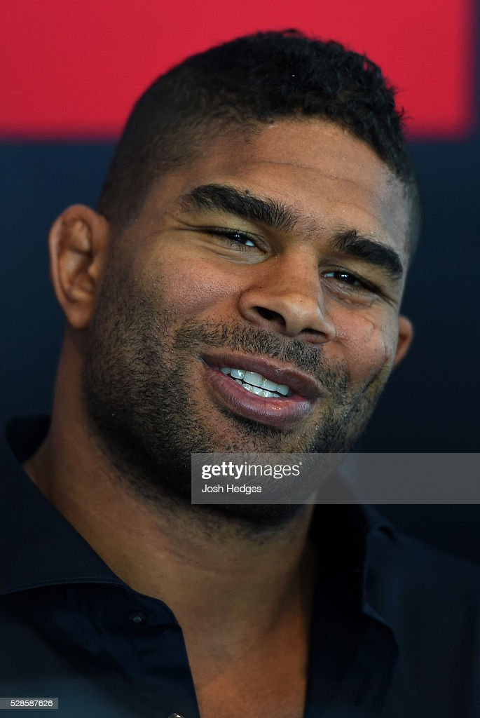 <a gi-track='captionPersonalityLinkClicked' href=/galleries/search?phrase=Alistair+Overeem&family=editorial&specificpeople=7480034 ng-click='$event.stopPropagation()'>Alistair Overeem</a> of The Netherlands interacts with media during the UFC Ultimate Media Day at the Mainport Hotel on May 6, 2016 in Rotterdam, Netherlands.