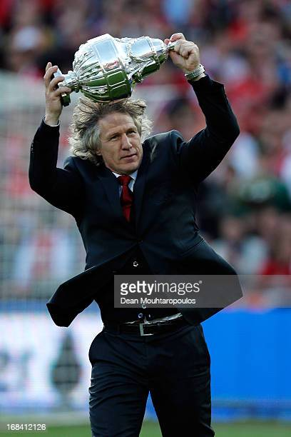 Alkmaar Coach / Manager Gertjan Verbeek celebrates with the trophy after winning the Dutch Cup final between PSV Eindhoven and AZ Alkmaar at De Kuip...