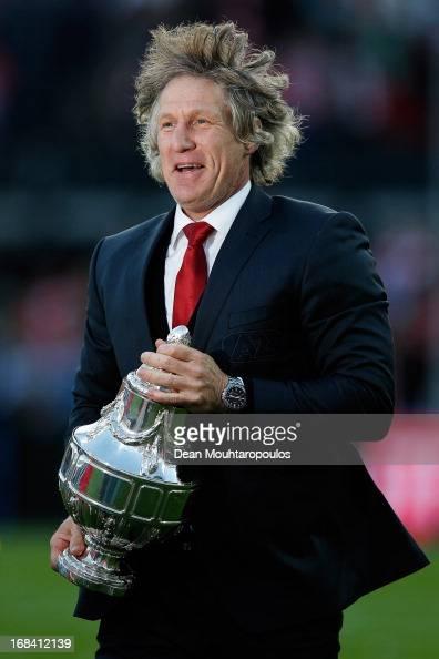 Alkmaar Coach / Manager Gertjan Verbeek celebrates with the trophy after winning the Dutch Cup final between PSV Eindhoven and AZ Alkmaar at De Kuip...