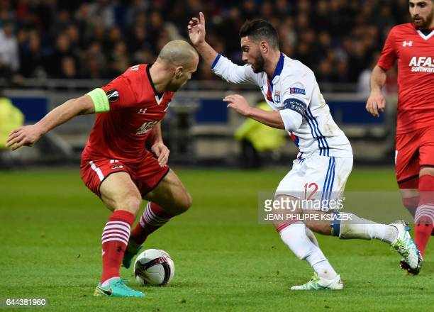 Alkmaar's Dutch defender Ron Vlaar vies with Lyon's French midfielder Jordan Ferri during the UEFA Europa League football match between Olympique...