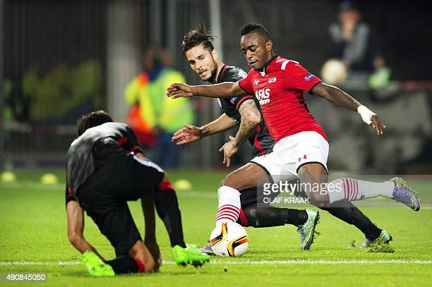 Alkmaar's Ridgeciano Haps vies with Athletic Bilbao's Kike Sola during the UEFA Europa League football match AZ Alkmaar vs Athletic Bilbao on October...