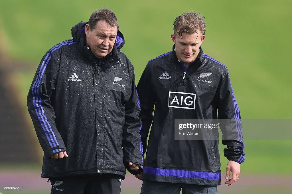 All Black coach <a gi-track='captionPersonalityLinkClicked' href=/galleries/search?phrase=Steve+Hansen&family=editorial&specificpeople=228915 ng-click='$event.stopPropagation()'>Steve Hansen</a> talks with Damian McKenzie during a New Zealand All Blacks training session at Trusts Stadium on May 31, 2016 in Auckland, New Zealand.