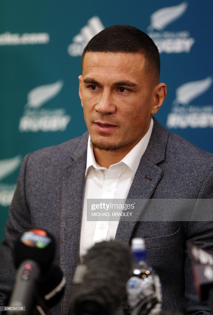 All Black Sonny Bill Williams speaks to the media after it was announced that Sonny Bill Williams has signed a three year deal with the New Zealand Rugby Union and will play for the Auckland Blues next year in Auckland on June 01, 2016. / AFP / MICHAEL