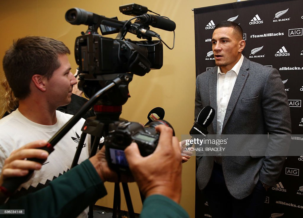 All Black Sonny Bill Williams (R) speaks to the media after it was announced that Sonny Bill Williams has signed a three year deal with the New Zealand Rugby Union and will play for the Auckland Blues next year in Auckland on June 01, 2016. / AFP / MICHAEL