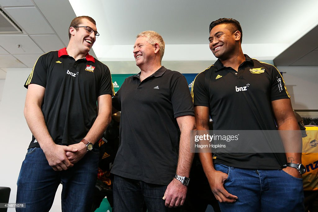 All Blacks <a gi-track='captionPersonalityLinkClicked' href=/galleries/search?phrase=Brodie+Retallick&family=editorial&specificpeople=7864021 ng-click='$event.stopPropagation()'>Brodie Retallick</a> (L) and <a gi-track='captionPersonalityLinkClicked' href=/galleries/search?phrase=Julian+Savea&family=editorial&specificpeople=5780264 ng-click='$event.stopPropagation()'>Julian Savea</a> (R) enjoy a laugh with New Zealand Rugby Chief Executive Steve Tew during a New Zealand Rugby Union press conference at New Zealand Rugby Offices on May 27, 2015 in Wellington, New Zealand.