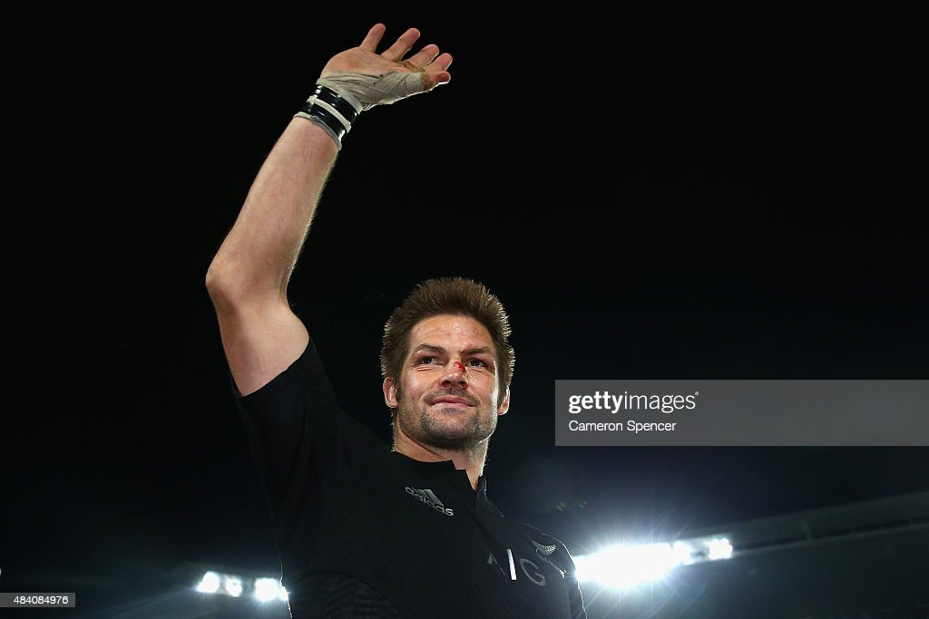 All Blacks captain <a gi-track='captionPersonalityLinkClicked' href=/galleries/search?phrase=Richie+McCaw&family=editorial&specificpeople=165235 ng-click='$event.stopPropagation()'>Richie McCaw</a> thanks the crowd after winning The Rugby Championship, Bledisloe Cup match between the New Zealand All Blacks and the Australian Wallabies at Eden Park on August 15, 2015 in Auckland, New Zealand.