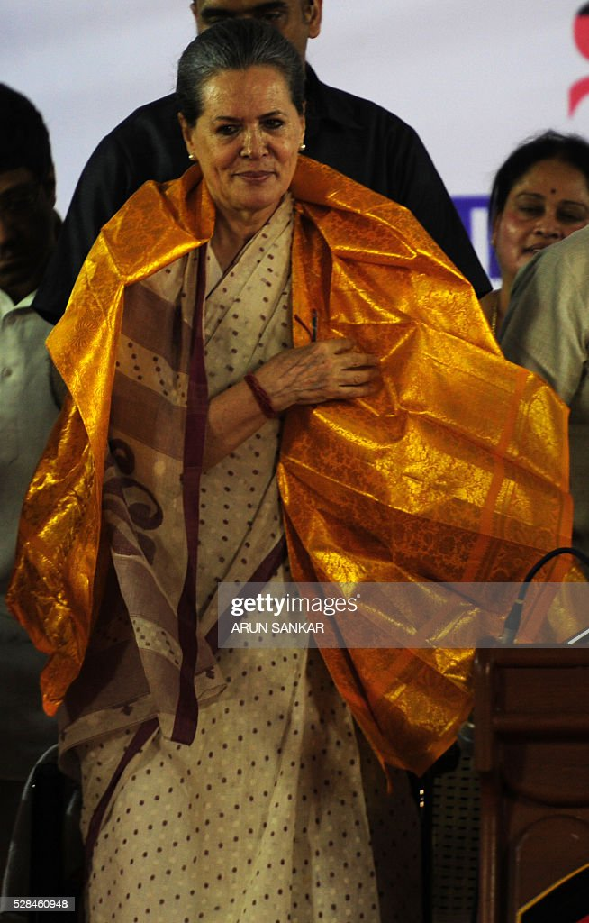 All India Congress party President Sonia Gandhi takes part in an election rally ahead of the Tamil Nadu state assembly elections in Chennai on May 5, 2016. / AFP / ARUN