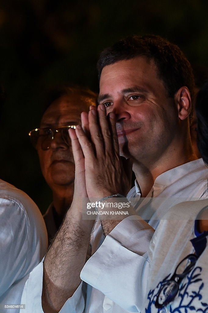 All India Congress Party vice-president, Rahul Gandhi greets his supporters during a rally against Delhi state government, Aam Admi Party and India's ruling government, Bhartiya Janta Party over water crises and power shortage in New Delhi on May 28, 2016. / AFP / CHANDAN