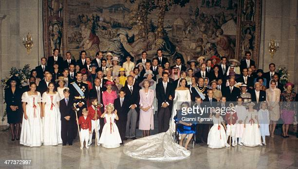 All members of the Spanish royal family pose after the wedding of the Infanta Cristina of Borbon and Inaqui Urdangarin 4th October 1997 Barcelona...