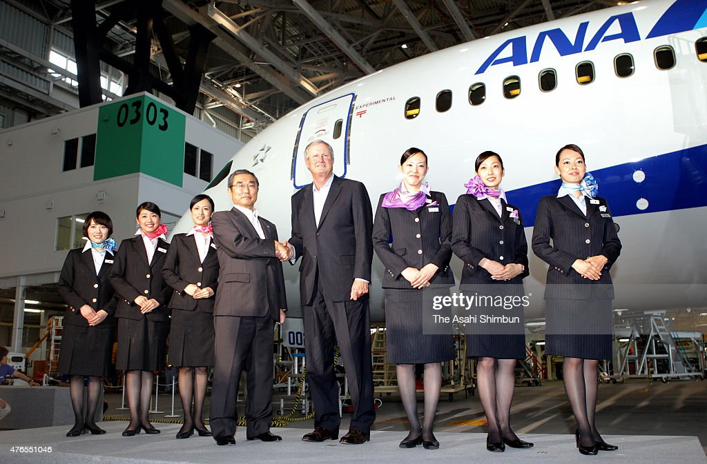 All Nippon Airways President <a gi-track='captionPersonalityLinkClicked' href=/galleries/search?phrase=Shinichiro+Ito&family=editorial&specificpeople=5666038 ng-click='$event.stopPropagation()'>Shinichiro Ito</a> (4th L) and A Boeing Co executive shake hands in front of the Boeing 787 airplane at an ANA hangar of the Haneda Tokyo International Airport on July 3, 2011 in Tokyo, Japan.