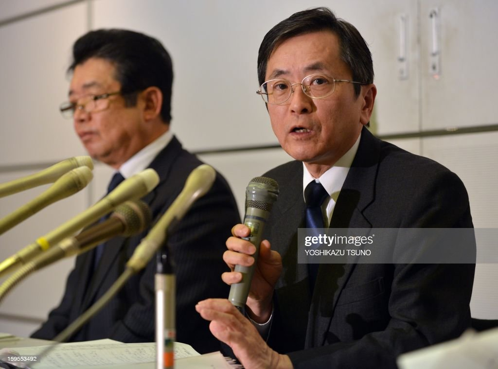 All Nippon AIrways (ANA) vice president Osamu Shinobe (R) speaks, while executive Hiroyuki Ito (L) looks on, at a press conference at the Haneda airport in Tokyo on Janaury 16, 2013 as ANA's Boeing 787 Dreamliner passenger plane made an emergency landing in western Japan after smoke was reportedly seen inside the cockpit. Japan's two biggest airlines on January 16 grounded all their Dreamliners in the most serious blow yet to Boeing's troubled next-generation model after an ANA flight was forced into an emergency landing. AFP PHOTO / Yoshikazu TSUNO