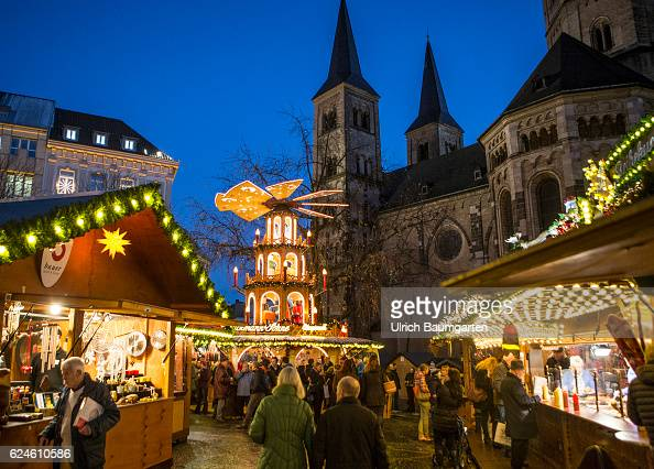 christmas market in the center of bonn with the bonner muenster pictures getty images. Black Bedroom Furniture Sets. Home Design Ideas