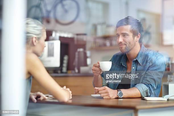 Tout ce dont vous avez besoin est amour et une tasse de café