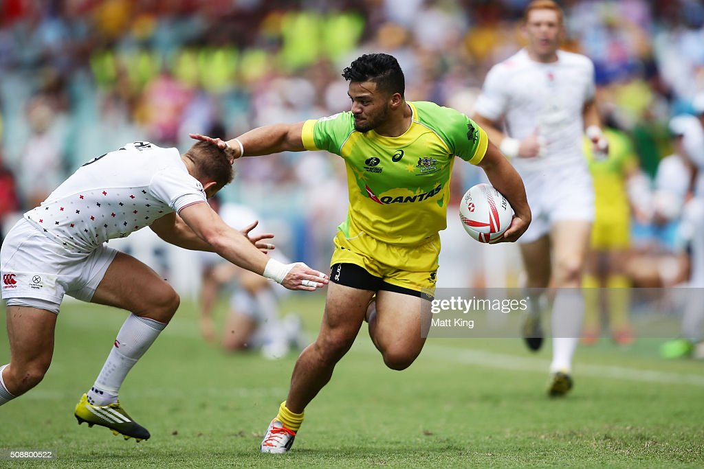 Allan Fa'alava'au of Australia makes a break during the 2016 Sydney Sevens Cup Quarter Final match between England and Australia at Allianz Stadium on February 7, 2016 in Sydney, Australia.