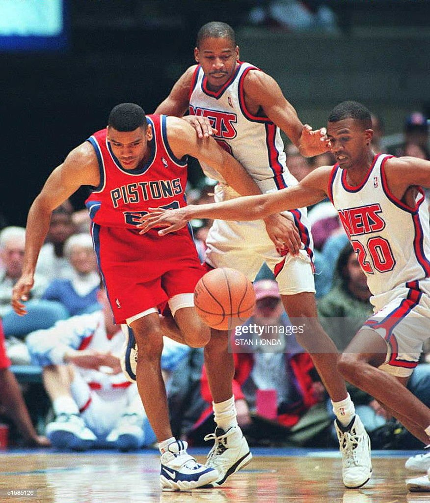Allan Houston of the Detroit Pistons L Vern Fle