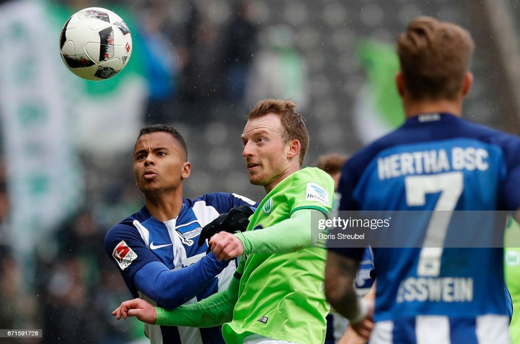 Allan of Hertha BSC and Maximilian Arnold of VfL Wolfsburg compete for the ball during the Bundesliga match between Hertha BSC and VfL Wolfsburg at Olympiastadion on April 22, 2017 in Berlin, Germany.