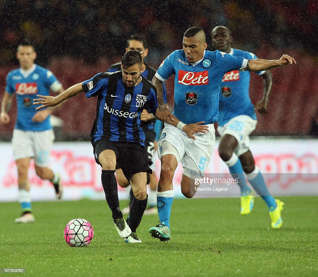 Allan (R) of Napoli competes for the ball with <a gi-track='captionPersonalityLinkClicked' href=/galleries/search?phrase=Marco+D%27Alessandro&family=editorial&specificpeople=6844680 ng-click='$event.stopPropagation()'>Marco D'Alessandro</a> of Atalanta during the Serie A match between SSC Napoli and Atalanta BC at Stadio San Paolo on May 1, 2016 in Naples, Italy.