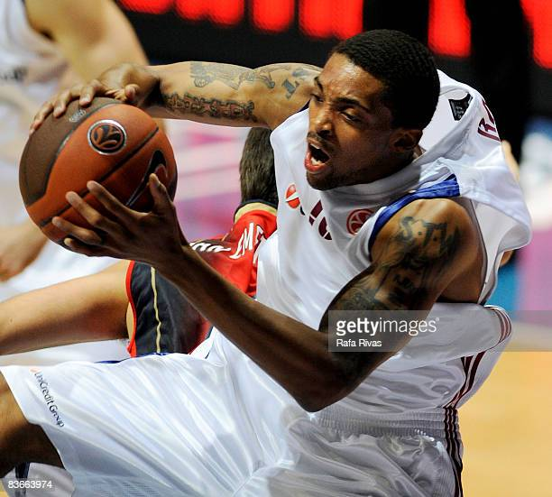 Allan Ray #15 of Lottomatica Roma in action during the Euroleague Basketball Game 4 match between Tau Ceramica and Lottomatica Roma at the Fernando...