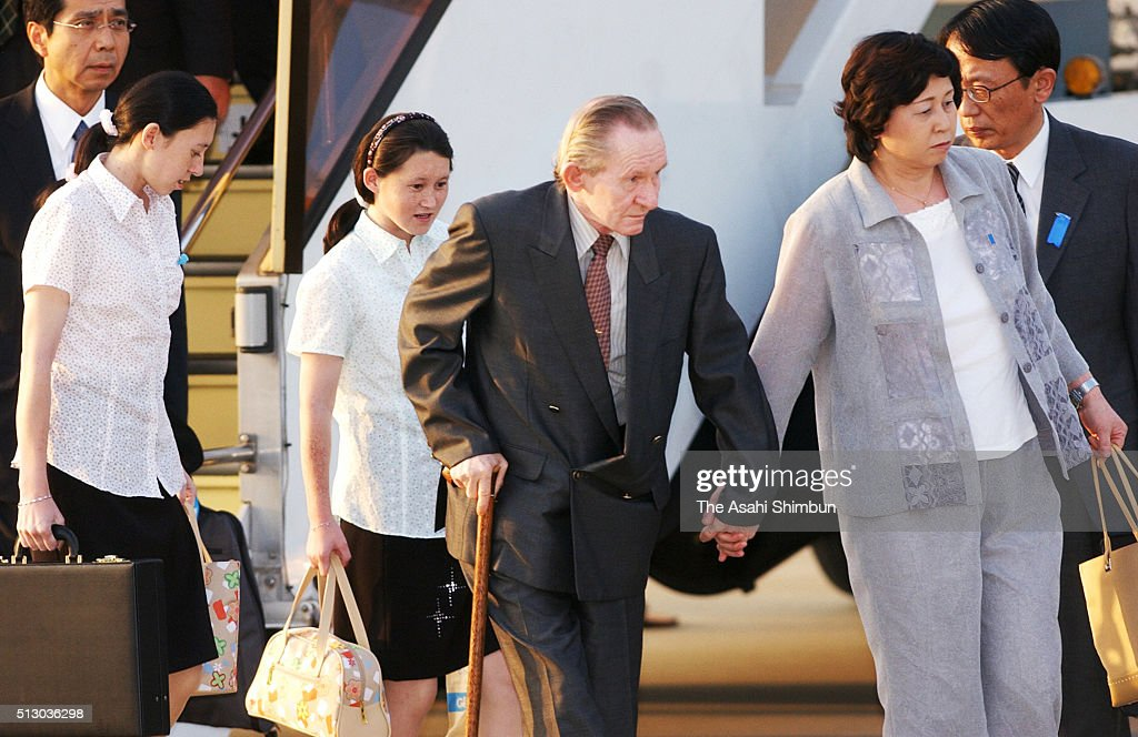 Alleged US Army deserter Charles Jenkins and his wife and former abductee by North Korea Hitomi Soga arrive with their daughters Mika and Belinda at...