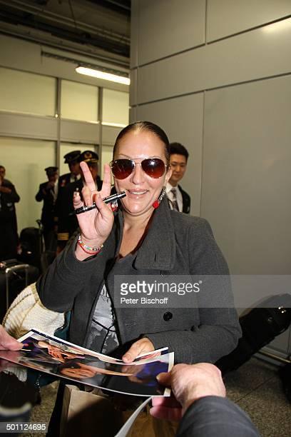 Allegra Curtis Rückkehr der 'Dschungelcamp'Teilnehmer 2013 der RTLRealityDschungelShow 'Ich bin ein Star Holt mich hier raus ' Flughafen Frankfurt am...