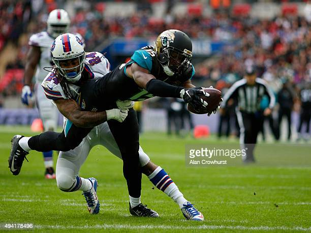 Allen Robinson of Jacksonville Jaguars scores a touchdown in the second quarter during the NFL game between Jacksonville Jaguars and Buffalo Bills at...