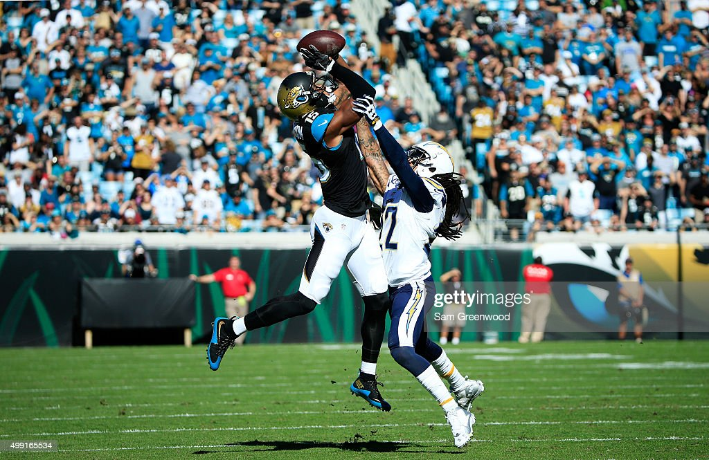 Allen Robinson of the Jacksonville Jaguars completes a reception against the defense of Jason Verrett of the San Diego Chargers in the first quarter...