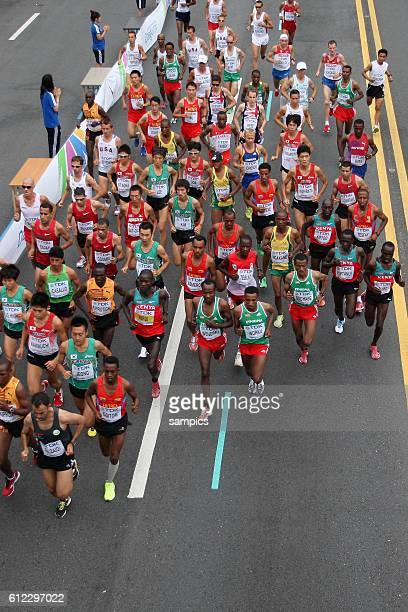 allgemein Start von oben Marathon der Männer Marathon men IAAF Leichtathletik WM Weltmeisterschaft in Daegu Sudkores 2011 IAAF world Championship...