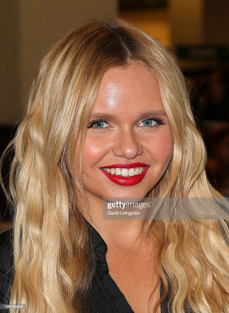 <a gi-track='captionPersonalityLinkClicked' href=/galleries/search?phrase=Alli+Simpson&family=editorial&specificpeople=7439624 ng-click='$event.stopPropagation()'>Alli Simpson</a> attends a signing for brother Cody Simpson's book 'Welcome to Paradise' at Barnes & Noble bookstore at The Grove on October 28, 2013 in Los Angeles, California.