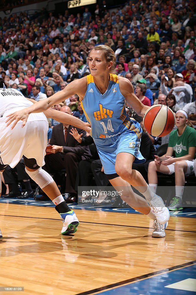 Allie Quigley #14 of the Chicago Sky drives to the basket against the Minnesota Lynx during the WNBA game on September 14, 2013 at Target Center in Minneapolis, Minnesota.