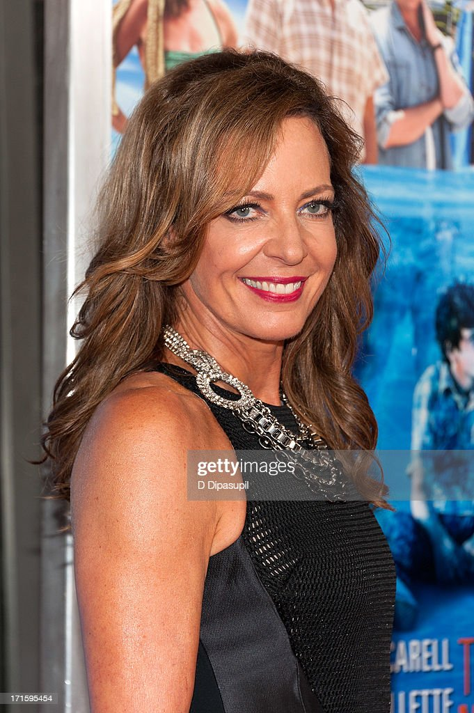 <a gi-track='captionPersonalityLinkClicked' href=/galleries/search?phrase=Allison+Janney&family=editorial&specificpeople=206290 ng-click='$event.stopPropagation()'>Allison Janney</a> attends 'The Way, Way Back' premiere at AMC Loews Lincoln Square on June 26, 2013 in New York City.