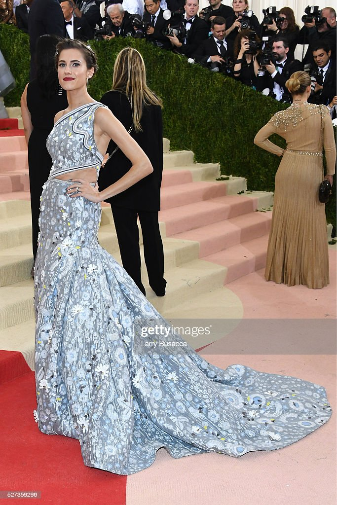 Allison Williams attends the 'Manus x Machina: Fashion In An Age Of Technology' Costume Institute Gala at Metropolitan Museum of Art on May 2, 2016 in New York City.