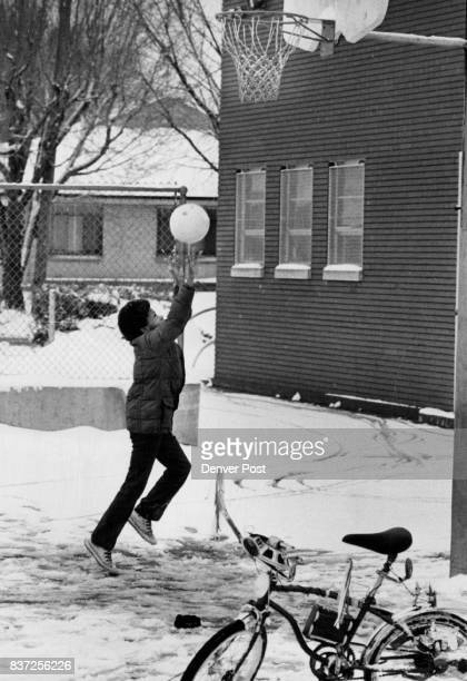 AllWeather Player Even slush cold and slop won't stop on avid basketball fan from practicing his favorite sport as Robert Smith proves at Harry M...