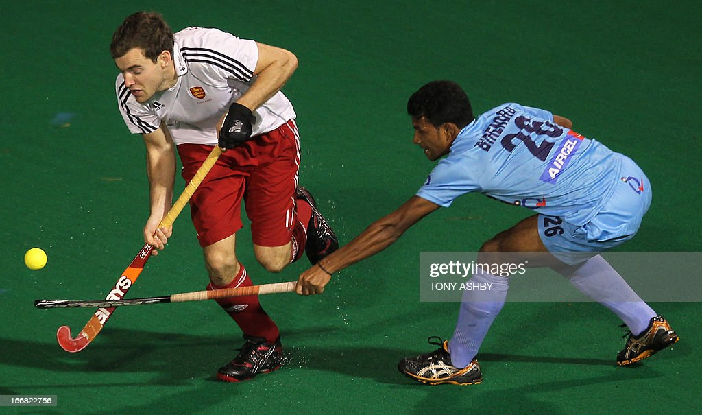 Ally Brogdon of England (L) is pursued by Birendra Lakra of India during their men's match at the International Super Series hockey tournament in Perth on November 22, 2012.