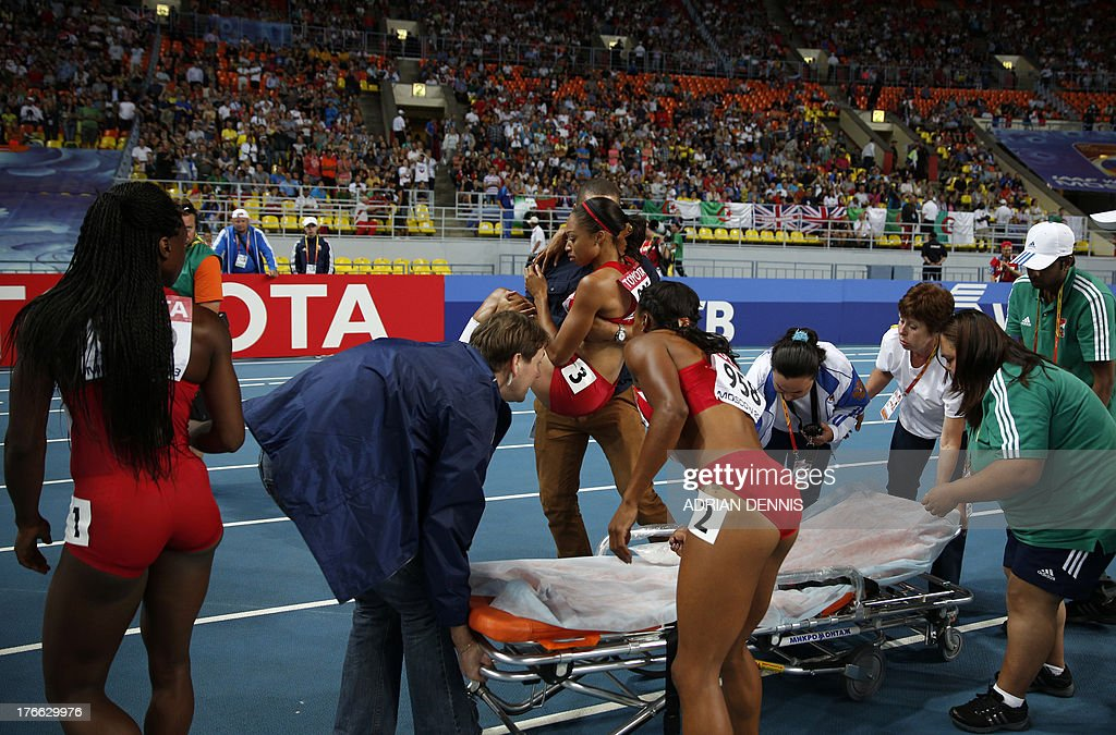 US Allyson Felix is placed on a stretcher after falling during the women's 200 metres final at the 2013 IAAF World Championships at the Luzhniki stadium in Moscow on August 16, 2013. AFP PHOTO / ADRIAN DENNIS