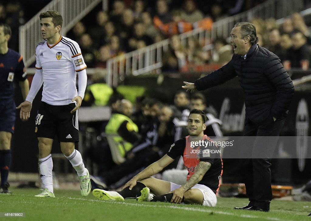 Almeria's coach Juan Ignacio Martinez (R) reacts during the Spanish league football match Valencia CF vs UD Almeria at the Mestalla stadium in Valencia on January 17, 2015.