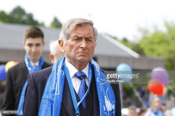 REGENSBURG BAVARIA GERMANY Alois Glck the president of the Central Committee of German Catholics walks towards the altar at the closing mass of the...