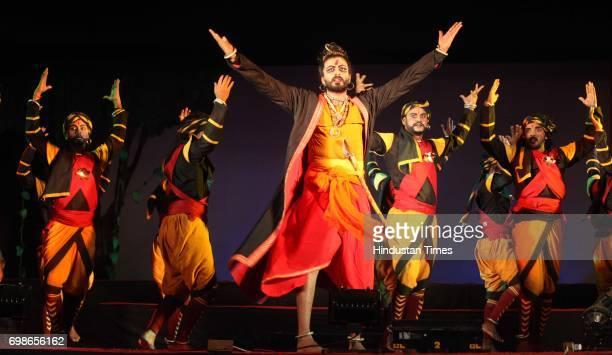 Aloknanada Roy and Nigel Akkara along with her group performs at in Durga pooja in Powai Mumbai