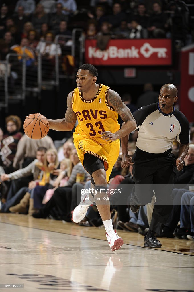 <a gi-track='captionPersonalityLinkClicked' href=/galleries/search?phrase=Alonzo+Gee&family=editorial&specificpeople=801443 ng-click='$event.stopPropagation()'>Alonzo Gee</a> #33 of the Cleveland Cavaliers brings the ball up court during the game against the Atlanta Hawks at The Quicken Loans Arena on December 28, 2012 in Cleveland, Ohio.