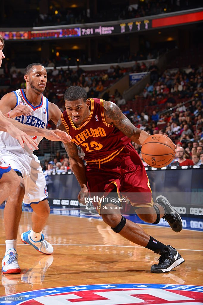 Alonzo Gee #33 of the Cleveland Cavaliers drives to the basket against Evan Turner #12 of the Philadelphia 76ers at the Wells Fargo Center on November 18, 2012 in Philadelphia, Pennsylvania.
