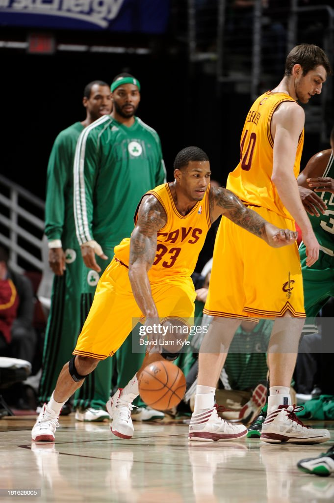Alonzo Gee #33 of the Cleveland Cavaliers drives to the basket against the Boston Celtics at The Quicken Loans Arena on January 22, 2013 in Cleveland, Ohio.