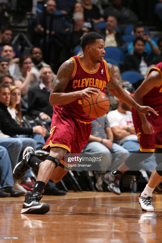 Alonzo Gee #33 of the Cleveland Cavaliers drives to the basket against the Minnesota Timberwolves on November 13, 2013 at Target Center in Minneapolis, Minnesota.