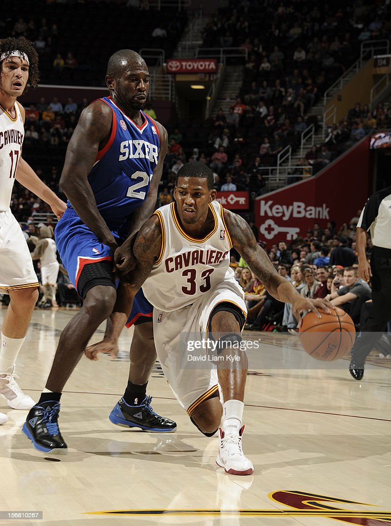 Alonzo Gee #33 of the Cleveland Cavaliers drives to the hoop against Jason Richardson #23 of the Philadelphia 76ers at The Quicken Loans Arena on November 21, 2012 in Cleveland, Ohio.